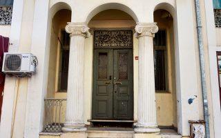 Μοναστήρι. Είσοδος ελληνικού σπιτιού στον κεντρικό δρόμο.