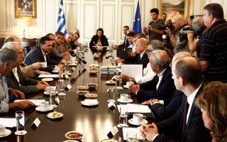 Ο πρωθυπουργός Αλ. Τσίπρας συναντήθηκε χθες με μέλη της Ειδικής Συμβουλευτικής Επιτροπής για το Κέντρο Πολιτισμού του Ιδρύματος Σταύρος Νιάρχος, με αφορμή την ολοκλήρωση της κατασκευής και τη δωρεά του Κέντρου Πολιτισμού προς το ελληνικό Δημόσιο.