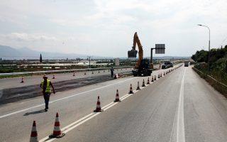 Τα έργα στην εθνική οδό Κορίνθου - Πατρών έχουν την ιδιαιτερότητα ότι ανακατασκευάζονται παράλληλα με την κυκλοφορία (όχι δηλαδή σε νέα χάραξη).