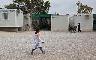 Μέσα στα κέντρα φιλοξενίας προσφύγων θα λειτουργήσουν νηπιαγωγεία για τα παιδιά 4 έως 7 ετών.