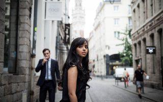 Η 22χρονη Ασια Μπουχέλιφα, φοιτήτρια Πολιτικών Επιστημών στη Λίλη, είναι μία από τις νεαρές μουσουλμάνες που μίλησε στην εφημερίδα New York Times για το επίμαχο ρεπορτάζ.