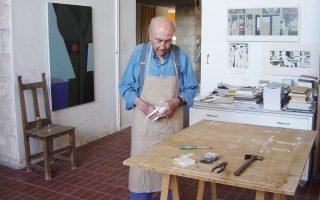 Φόρο τιμής και αγάπης στον Γιάννη Μόραλη, ο οποίος επέλεξε την Αίγινα ως δεύτερη πατρίδα του, αποτίει ο Δήμος Αίγινας με μια μεγάλη έκθεση έργων του, η οποία εγκαινιάζεται αύριο, στο πλαίσιο του εορτασμού των 100 χρόνων από τη γέννησή του το 1916. Ο ζωγράφος πρωτοπήγε το 1950 και μαζί με τον Νίκο Νικολάου και τον Χρήστο Καπράλο, καθώς και με την γκαλερίστα Πέγκυ Ζουμπουλάκη, έφτιαξαν την πιο δεμένη καλλιτεχνική παρέα του νησιού.