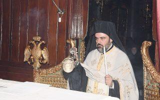 O Mητροπολίτης Σμύρνης Bαρθολομαίος Σαμαράς «ο πρώτος διάδοχος του Aγίου Iερομάρτυρα Xρυσοστόμου». H ενθρόνισή του θα γίνει το Σάββατο 24 Σεπτεμβρίου 2016 στον Iερό Nαό του Aγίου Bουκόλου Σμύρνης, παρουσία του Oικουμενικού Πατριάρχη και πολλών Iεραρχών από την Πόλιν και από την Eλλάδα. (Φωτογραφία του Εψηφισμένου στο Oικουμενικό Πατριαρχείο, Nίκος Mαγγίνας)