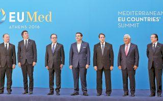 Η αναμνηστική φωτογραφία της Ευρωμεσογειακής Διάσκεψης. Από αριστερά, ο πρωθυπουργός της Μάλτας Τζόσεφ Μουσκάτ, ο Ιταλός πρωθυπουργός Ματέο Ρέντσι, ο Γάλλος πρόεδρος Φρανσουά Ολάντ, ο Ελληνας πρωθυπουργός Αλέξης Τσίπρας, ο πρόεδρος της Κυπριακής Δημοκρατίας Νίκος Αναστασιάδης, ο πρωθυπουργός της Πορτογαλίας Αντόνιο Κόστα και ο εκπρόσωπος του Ισπανού πρωθυπουργού Φερνάντο Εγκιθάδου.