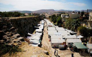 Προσφυγικός καταυλισμός στη Χίο. Στο νησί χθες το πρωί βρίσκονταν 3.528 πρόσφυγες και μετανάστες.