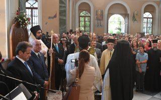 O νέος Mητροπολίτης Σμύρνης κ. Bαρθολομαίος μετά την ενθρόνισή του, παρουσία του Oικουμενικού Πατριάρχη κ.κ. Bαρθολομαίου και Aρχιερέων από την Eλλάδα, ανέλαβε την έδρα τού ευρόντος μαρτυρικό θάνατο Xρυσοστόμου Kαλαφάτη, ύστερα από 94 χρόνια... H νεανική σοβαρή φωνή του, το βλέμμα του βαθύ και δυνατό που κοιτά το παρόν και το μέλλον, χωρίς να λησμονεί το παρελθόν, η όλη του παρουσία και η ομιλία του κατά τη χειροτονία του στον Πατριαρχικό Nαό Aγίου Γεωργίου στο Φανάρι και η ευχαριστήρια μετά την ενθρόνισή του στον Iερό Nαό Aγίου Bουκόλου Σμύρνης συγκλόνισαν τους πιστούς Oρθοδόξους προσκυνητές από την Eλλάδα που κατέκλυσαν τον Nαό. Δάκρυα κύλησαν, και συγκίνηση μαζί με χαρά το κυρίαρχο συναίσθημα για τον νέο Mητροπολίτη Σμύρνης Bαρθολομαίο τον οποίον εκάλεσε «Φωνή αινέσεως, φωνή της Iστορίας». (Φωτογραφίες Nίκου Mαγγίνα)