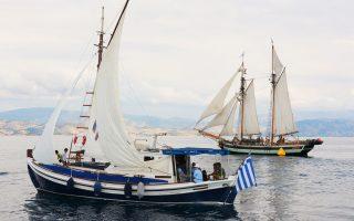 Μπορεί ο 3ος Διεθνής Αγώνας Κλασικών και Παραδοσιακών Σκαφών «Corfu Classic Yacht Race 2016» να μην πραγματοποιήθηκε το περασμένο Σαββατοκύριακο στην Κέρκυρα γιατί αέρας δεν φύσηξε, αλλά η διοργάνωση στέφθηκε με επιτυχία. Τα πληρώματα των 28 σκαφών από διάφορες χώρες, που έδωσαν ραντεβού στον όμιλο της Κέρκυρας, απόλαυσαν με την καρδιά τους την προετοιμασία, τα πάρτι, ενώ ατελείωτες ήταν οι ιστορίες πάθους των ιδιοκτητών με τα παλιά ξύλινα σκάφη, τα περισσότερα ανακατασκευασμένα, που μοιάζουν να αντιδρούν σαν... άνθρωποι.
