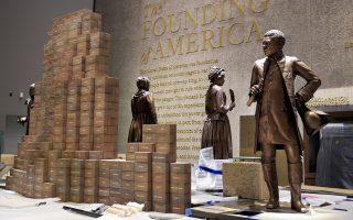 Τελευταίες προετοιμασίες πριν από τα εγκαίνια στις 24 Σεπτεμβρίου. Το Μουσείο Αφροαμερικανικής Ιστορίας και Πολιτισμού αφηγείται τη συγκρότηση της σύγχρονης κοινωνίας των Ηνωμένων Πολιτειών της Αμερικής.