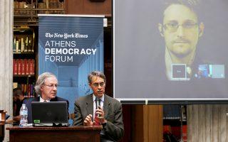 Οι κ. Στ. Ερλάνγκερ και Κ. Ροθ συνομιλούν μέσω τηλεδιάσκεψης με τον Εντ. Σνόουντεν, στο πλαίσιο του Athens Democracy Forum, στην Εθν. Βιβλιοθήκη.