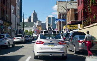 Ενα αυτόνομο όχημα στους δρόμους του Πίτσμπουργκ. Στις ΗΠΑ πιστεύουν ότι είναι το μέλλον των μεταφορών.