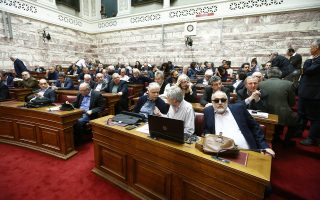Αποστάσεις λαμβάνουν από τον κ. Καλογρίτσα όλο και περισσότερα κυβερνητικά και κομματικά στελέχη.