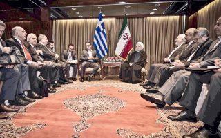 Εκτός από την εχθρότητα για τη Δύση και τους θεσμούς της, αναρωτιέμαι τι άλλο κοινό υπάρχει ανάμεσα στην Ελλάδα του εθνολαϊκισμού και στο Ισλαμικό Κράτος του Ιράν. Ισως η Δέσποινα Μοιραράκη! Διότι η μόνη χρησιμότητα τέτοιου είδους επαφών και, φυσικά, της συγκεκριμένης φωτογραφίας είναι ως διαφήμιση της επιχείρησης Μοιραράκη. (Το στιγμιότυπο είναι από τις συναντήσεις της Νέας Υόρκης, στο πλαίσιο της Γενικής Συνέλευσης του ΟΗΕ.)