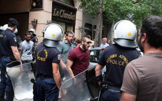 Τα μέλη του «Ρουβίκωνα» καθώς προσάγονται από αστυνομικές δυνάμεις στη ΓΑΔΑ.