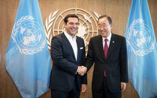 Ο πρωθυπουργός Αλέξης Τσίπρας με τον γενικό γραμματέα του ΟΗΕ, Μπαν Κι Μουν, κατά τη χθεσινή συνάντησή τους.