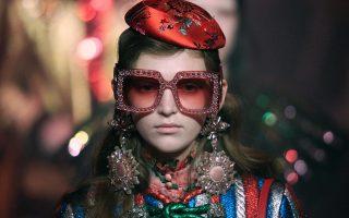 Καθαρή υπογραφή. Πλούσιες, έντονες αλλά απόλυτα αναγνωρίσιμες οι δημιουργίες στην κολεξιόν του οίκου Gucci. REUTERS/Max Rossi