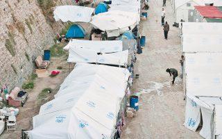 Στα όρια της πόλης της Χίου, έξω από τη βόρεια πλευρά του Κάστρου, στη Σούδα, σε σκηνές και οικίσκους που έχει στήσει ο δήμος παραμένουν περίπου 900 πρόσφυγες και μετανάστες, κυρίως οικογένειες με παιδιά. Γίνεται προσπάθεια να δημιουργηθεί νέος καταυλισμός έξω από την πόλη, όπου θα μεταφερθούν.