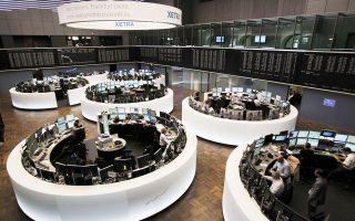 Ο FTSE 100 έκλεισε με άνοδο 1,02%, ενώ ενισχυμένος κατά 0,26% έκλεισε ο δείκτης CAC 40 στο Παρίσι και με άνοδο 0,64% ο δείκτης ΙΒΕΧ 35 στη Μαδρίτη.