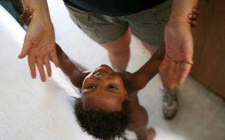 Το ανοσοποιητικό σύστημα των παιδιών είναι πιο ανεκτικό, ενώ κατά την ενηλικίωση γίνεται πολύ πιο επιθετικό.