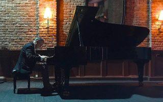 Ο πιανίστας Ντέιβιντ Τζόνσον στο