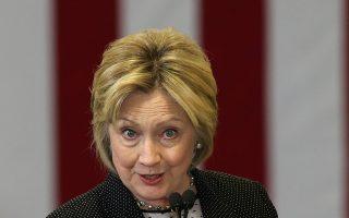Η Χίλαρι Κλίντον παραμένει αδιαφιλονίκητο φαβορί για τα γραφεία στοιχημάτων, ενώ προηγείται στις περισσότερες δημοσκοπήσεις.