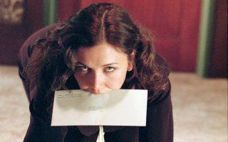 Η Μάγκι Τζίλενχαλ στη «Γραμματέα», ταινία του 2002, αναπτύσσει σαδομαζοχιστική παθιασμένη σχέση (που καταλήγει σε γάμο!) με το αφεντικό της, τον οποίο υποδύεται ο Τζέιμς Σπέιντερ.