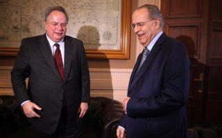 Ο υπουργός Εξωτερικών Νίκος Κοτζιάς με τον Κύπριο ομόλογο του, Ιωάννη Κασουλίδη.