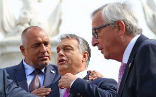 Από δεξιά, ο Βούλγαρος πρωθυπουργός Μπόικο Μπορίσοφ, ο πρωθυπουργός της Ουγγαρίας Βίκτορ Όρμπαν και ο πρόεδρος της Κομισιόν, Ζαν Κλοντ Γιούνκερ.