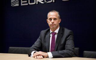 """«Δημιουργήσαμε μια """"δεξαμενή"""" 200  Ευρωπαίων αστυνομικών, οι οποίοι θα διενεργούν δευτερογενείς ελέγχους ασφαλείας στις δομές διαμονής της ηπειρωτικής Ελλάδας», αναφέρει ο Wil Van Gemert ."""