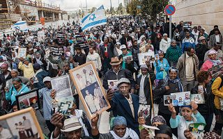 Εβραίοι της Αιθιοπίας διαδηλώνουν έξω από το πρωθυπουργικό γραφείο στην Ιερουσαλήμ.
