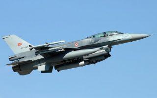 Πτήση πάνω από τη νησίδα Ανθρωποφάγοι πραγματοποίησε τουρκικό F-16. (φωτογραφία αρχείου)