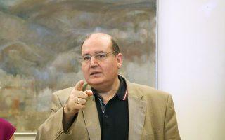 «Δεν θα επιτρέψουμε παρασυνδικαλιστικές συμπεριφορές που δημιουργούν πλασματικά κενά», λέει στην «Κ» ο υπουργός Παιδείας Νίκος Φίλης.