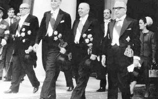Ο Γεώργιος Παπανδρέου και δεξιά του ο υπουργός Εξωτερικών Σταύρος Κωστόπουλος κατά τον εορτασμό της 25ης Μαρτίου. Η προσέγγιση με τον Βούλγαρο πρόεδρο Τοντόρ Ζίβκοφ και οι πολύμηνες συνομιλίες με τον υπ. Εξωτερικών Ιβάν Μπάσεφ κατέληξαν σε συνεργασία των δύο χωρών.