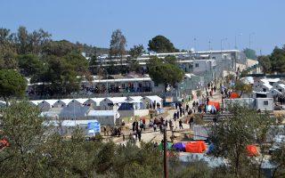 Σε διαρκείς επαφές βρίσκονται οι ελληνικές αρχές με τις αντίστοιχες χωρών της Ε.Ε. Ζητούμενο, η διακρίβωση εάν ανάμεσα σε πρόσφυγες και μετανάστες που φθάνουν και παραμένουν στα νησιά του ανατολικού Αιγαίου, «κρύβονται» άτομα ύποπτα για συμμετοχή στο Ισλαμικό Κράτος ή στρατολογημένοι με στόχο χτυπήματα σε ευρωπαϊκές πόλεις.