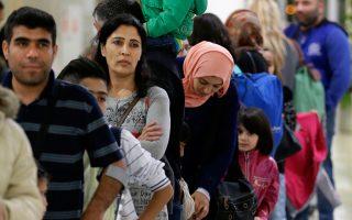 Πρόσφυγες από τη Συρία και το Ιράκ στο αεροδρόμιο «Ελευθέριος Βενιζέλος», περιμένουν να αναχωρήσουν για την Ισπανία.