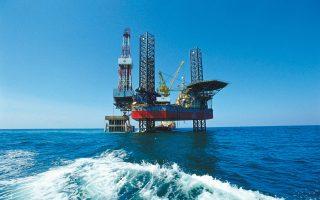 Η τιμή του πετρελαίου σημείωσε απώλειες εξαιτίας των αυξημένων αποθεμάτων αργού στις ΗΠΑ.