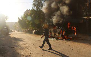 Στις φλόγες έχει παραδοθεί λεωφορείο, στη συνοικία Σαλαχαντίν, στο ανατολικό τμήμα του Χαλεπίου.