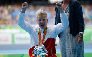 Το 2008 υπέγραψε για την ευθανασία της. Οκτώ χρόνια μετά, όχι μόνο βρίσκεται στη ζωή, αλλά κατέκτησε και ασημένιο μετάλλιο στους Παραολυμπιακούς. Αυτή είναι η 37χρονη Μαριέκε Φερφόορτ από το Βέλγιο.
