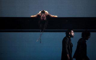 Στιγμιότυπο από την παράσταση «Λυσιστράτη» σε σκηνοθεσία Μιχαήλ Μαρμαρινού.