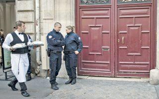 H κατοικία που διέμενε η Κιμ Καρντάσιαν στο Παρίσι. Οι δράστες, που ήταν ντυμένοι αστυνομικοί, πήραν μια κοσμηματοθήκη και ένα δαχτυλίδι, συνολικής αξίας περίπου 10 εκατομμυρίων ευρώ.