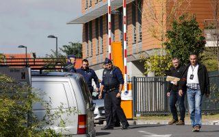 Ερευνες στη λεωφόρο Λαμπρμόν στο Σερμπέκ, όπου έλαβε χώρα η επίθεση.