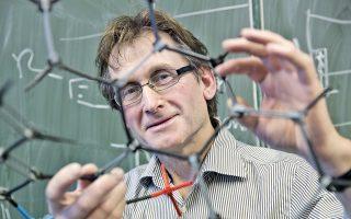 Ο δρ Μπέρναρ Φερίνγκα, ένας από τους τρεις τιμηθέντες με Νομπέλ Χημείας.