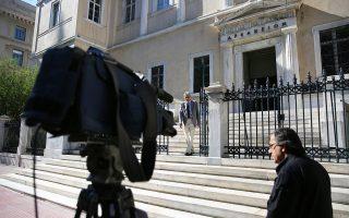 Ο πρόεδρος του ανωτάτου δικαστηρίου δεν άνοιξε ούτε και χθες τα χαρτιά του για το πότε θα συγκληθεί, τελικώς, η Ολομέλεια του ΣτΕ.