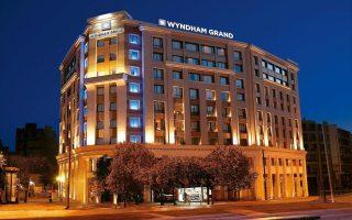 H λειτουργία του υπερπολυτελούς Wyndham Grand Athens ενισχύει την εμπορικότητα της περιοχής. Το νέο ξενοδοχείο θα λειτουργήσει στις αρχές Δεκεμβρίου, ολοκληρώνοντας μια επένδυση που ξεπέρασε τα 5 εκατ. ευρώ.