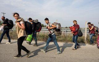 Σύροι  πρόσφυγες που διέσχισαν τον ποταμό Εβρο, έξω από την Αλεξανδρούπολη.