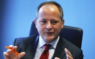 Σε ομιλία του στο Ευρωκοινοβούλιο το μέλος του εκτελεστικού συμβουλίου της ΕΚΤ, Μπενουά Κερέ, αναφέρθηκε στο γεγονός ότι η ελληνική οικονομία ανέκαμπτε το β΄ εξάμηνο του 2014 αλλά οι εκλογές του Δεκεμβρίου και η αυξημένη πολιτική και οικονομική αβεβαιότητα, η αναστροφή των προηγούμενων μεταρρυθμίσεων και η απόρριψη των υφιστάμενων δεσμεύσεων από τη νέα κυβέρνηση είχαν ισχυρό αντίκτυπο στον ήδη σοβαρά εξασθενημένο χρηματοπιστωτικό τομέα.