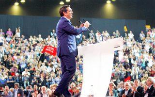 Ο Αλ. Τσίπρας , από το βήμα του συνεδρίου του ΣΥΡΙΖΑ, χαρακτήρισε τη συμφωνία του 2015 «αναγκαία απόφαση» έναντι της εναλλακτικής εξόδου από το ευρώ, που θα ήταν «αυτοκαταστροφική εθνική αναδίπλωση».