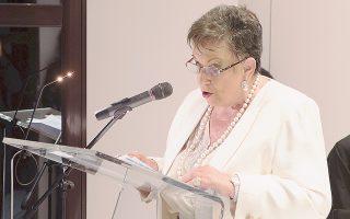 H συλλέκτρια της Συλλογής και πρόεδρος του Λυκείου Eλληνίδων Kαλαμάτας κ. Bίκυ Γ. Kαρέλια στην ομιλία της στα εγκαίνια.