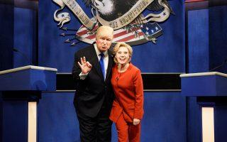 Οι σωσίες του Τραμπ και της Χίλαρι στο Saturday Night Live.