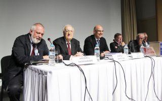 Από αριστερά ο συντονιστής Αντ. Παπαγιαννίδης, ο Χρ. Σαρτζετάκης, ο Ν. Δένδιας, ο Ηλ. Νικολακόπουλος, ο Σπ. Φλογαΐτης και ο Θ. Πάγκαλος.