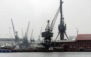 Μεταξύ των ενδιαφερομένων θεωρούνται η ιαπωνική Μitsui, η δανικών συμφερόντων APM Terminals, η Dubai Port από τα Ην. Αραβικά Εμιράτα και η ICTS από τις Φιλιππίνες.